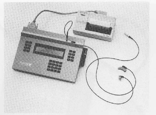 نمونهای از یک دستگاه برنامهریز سمعک قابل برنامهریزی که در قدیم برای برنامهریزی سمعکها استفاده میشد.